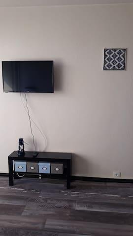 Télévision 82 cm