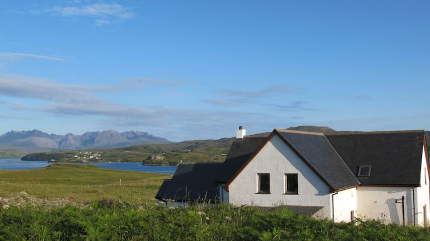 Fir Chlis self catering apartment, Ullinish, Skye - Ullinish - Wohnung