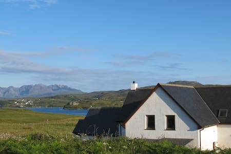 Fir Chlis self catering apartment, Ullinish, Skye - Ullinish - Leilighet