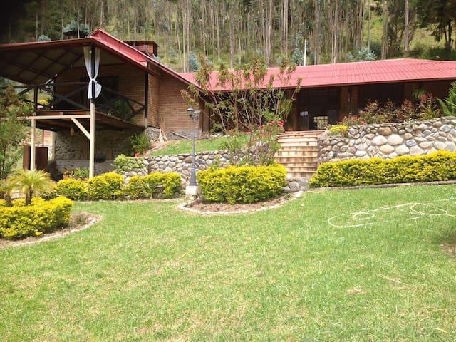 Casa de Campo con hermosa vista natural - Cuenca - Luontohotelli