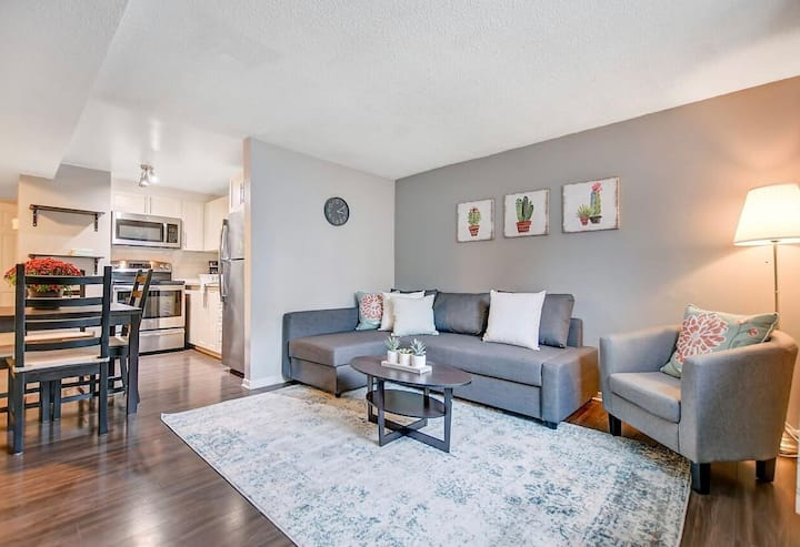 Luxurious 2 Bedroom In The Heart of Ottawa!!!