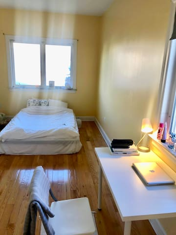 Large room in queens