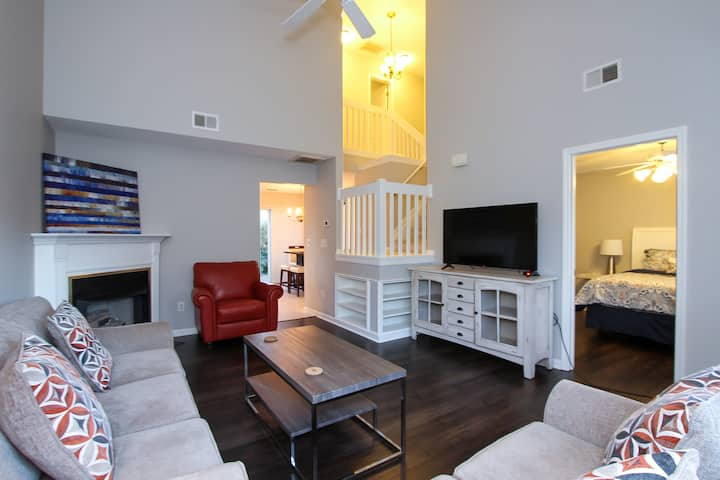 Beautiful & Bright 3 Bedroom Charlotte Townhome