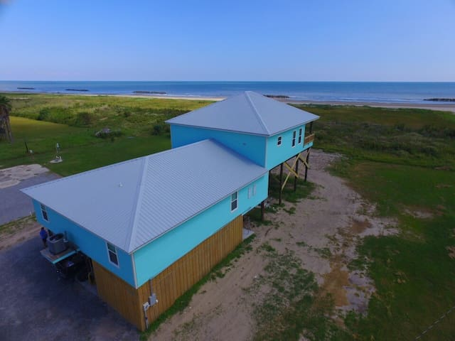 M&M Camp is a 4 bedroom suite beachfront with a beautiful beach view