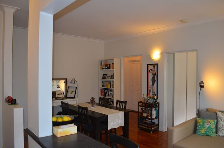 WHOLE apartment near airport and train to the CBD - Arncliffe - Apartamento
