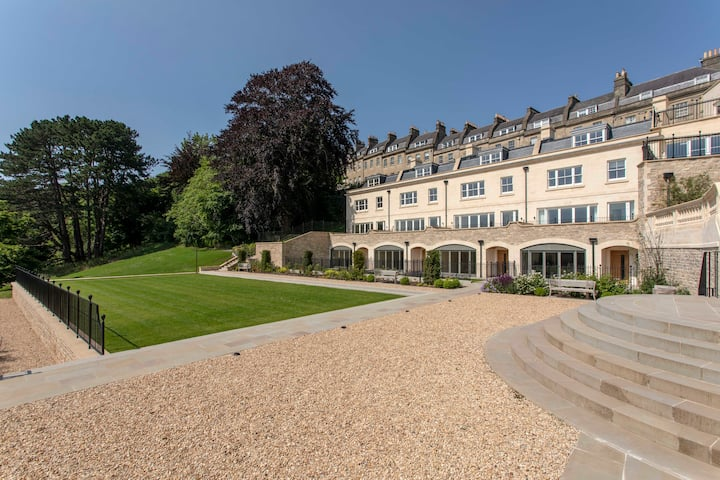 Hope Place Central 1 bedroom Luxury apartment in Bath with southerly views  over the City