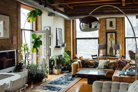 Beautiful, bright, art-filled loft. - Chicago - Loft