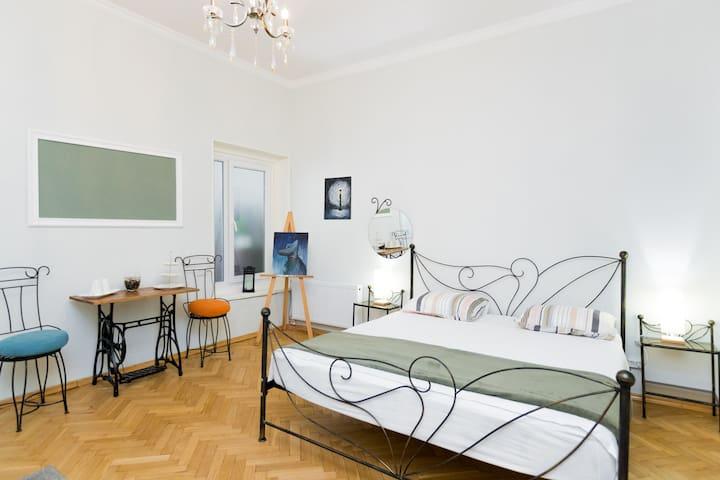 2 Bedroom Apt in Sololaki, muskhelishvili2