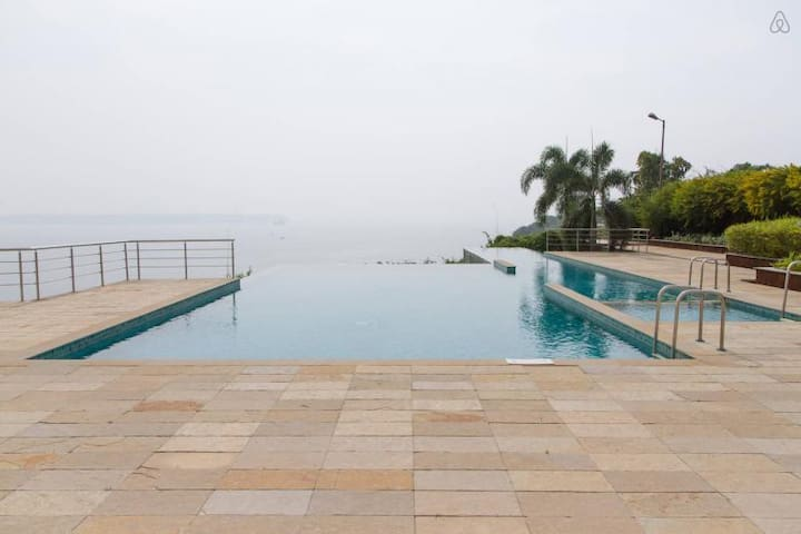 Apartment with Infinity pool close to Panjim:CM054 - Goa - Appartement
