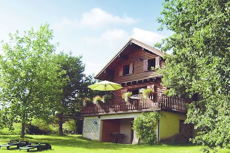 Cozy Chalet with Breathtaking Views in Hommert