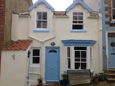 300 year old Kildale Cottage, Staithes, Sleeps 4.