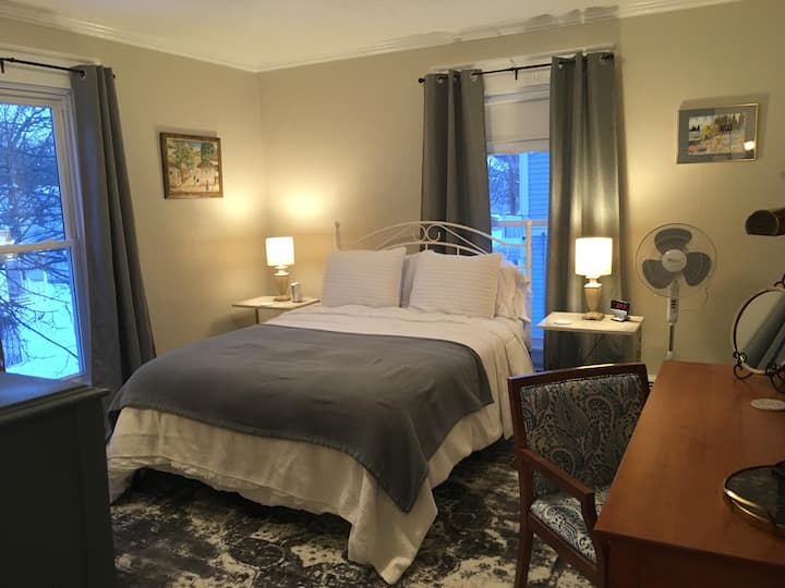 The Grove- Guest Room 1