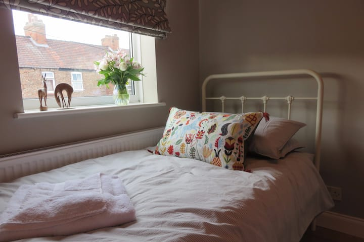 Serene Single Room Near City Centre