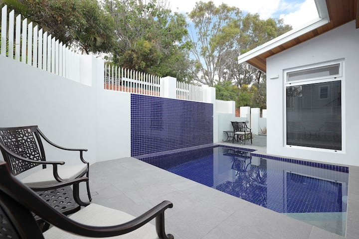 Brand New Luxury Pool Villa in Fremantle