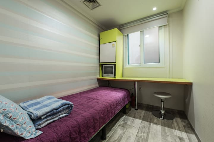 Hostel Korea Original - Single room (shared bath) - Jongno-gu - Bed & Breakfast