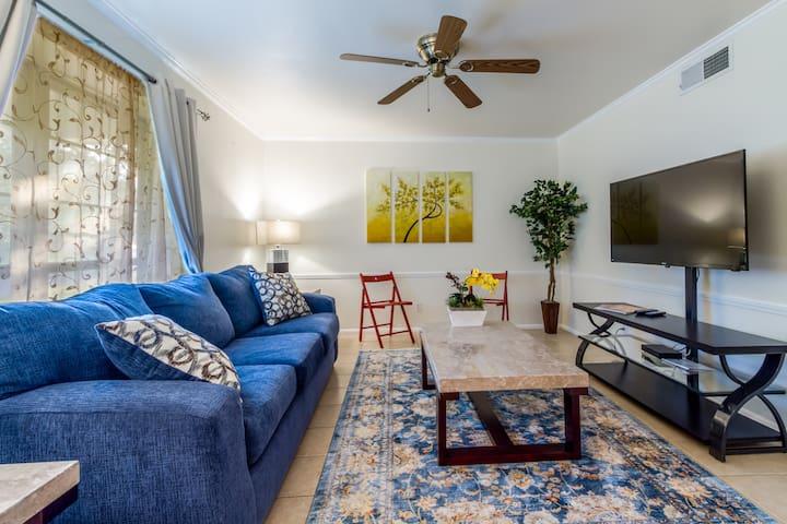 ❤️ Charming Townhouse 1/1 in Med Center, USAA, AFB