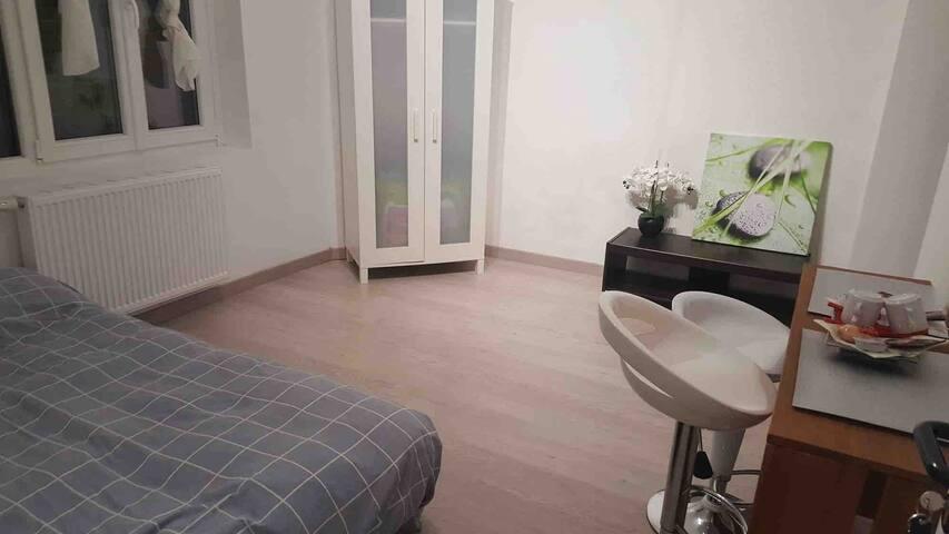 Chambre / cuisine co/salle de bain /métro 3min