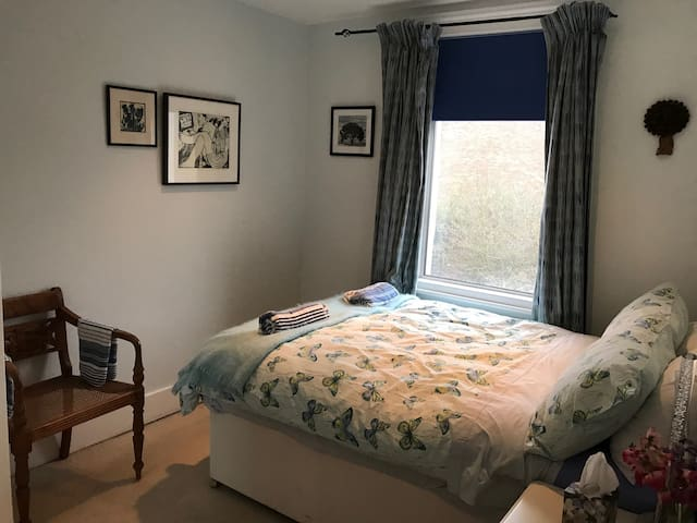 Cozy double in Raynes Park/Wimbledon