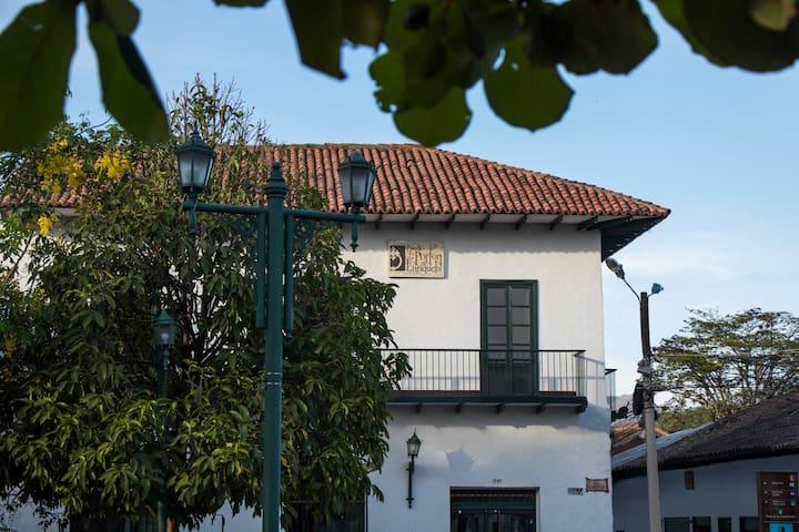 Preciosa posada en el centro histórico de Guaduas