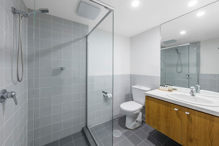 1 Bedroom: Bathroom