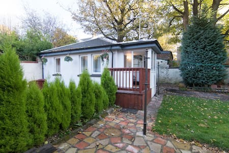 Bungalow.10mins to City Center, Airport and Train. - Glasgow