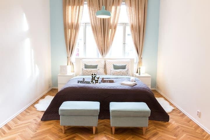 ❤️Romantic apartment close to main train station❤️