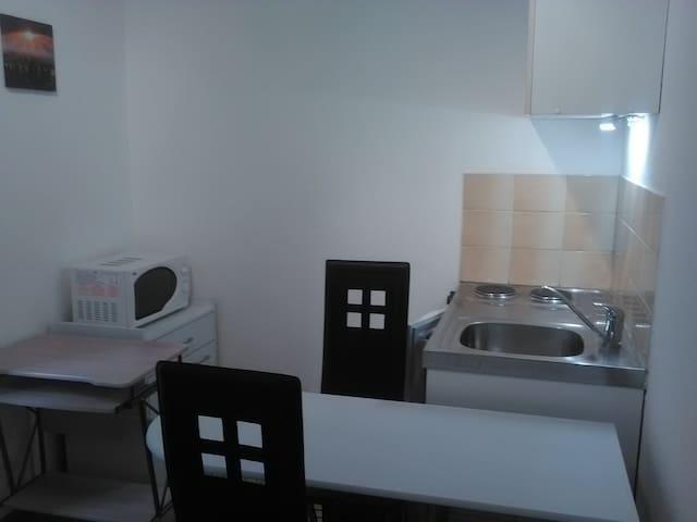 Studio meublé en plein coeur de ville - Belfort - Wohnung
