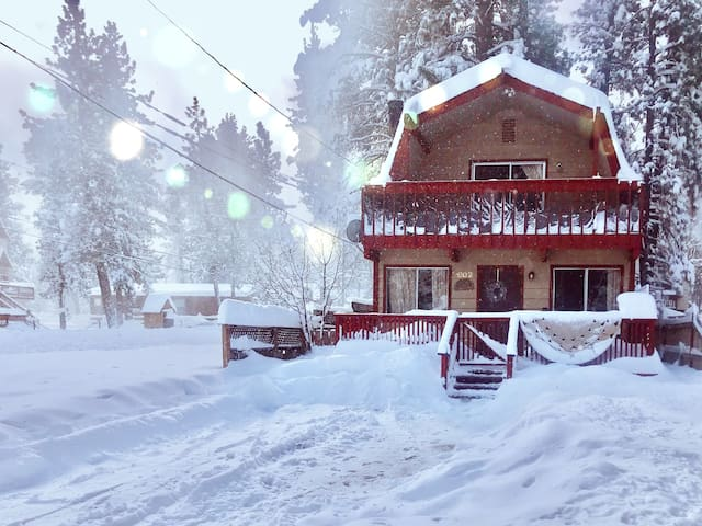 Spa Retreat - Walk to SnowPlay - Close to Skiing