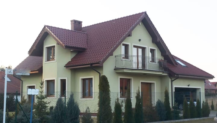 Hosted 5-bed house close to Poznan airport