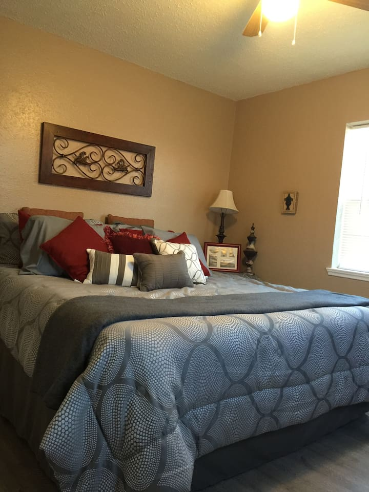 Two Bedroom Apartment Near Medical Center. - Apartments for Rent in ...