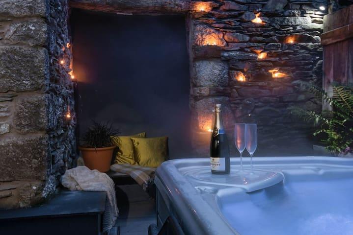Luxury hot tub set for star gazing