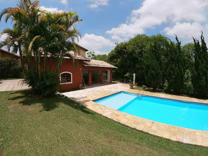 Casa de campo em Ibiuna -  condomínio fechado