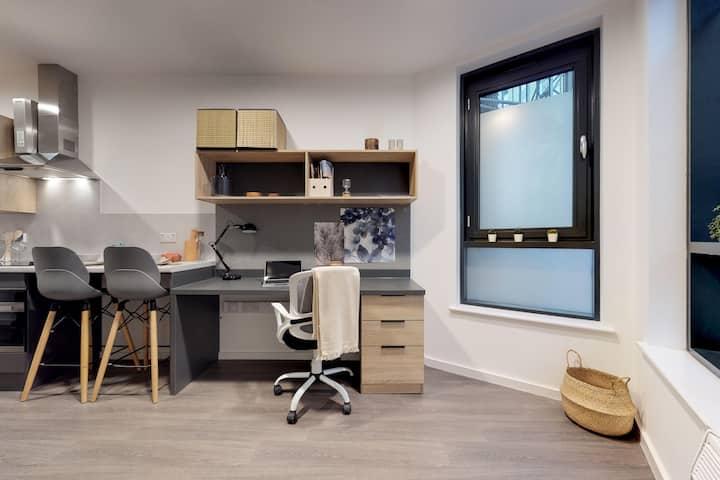 Student Only Property: Fabolous Premium Studio