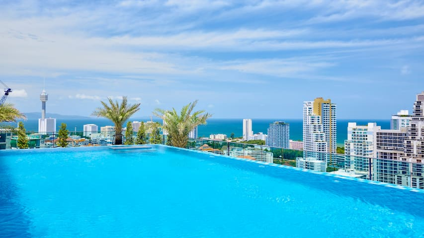 The Point Condo,2 top roof pools!!