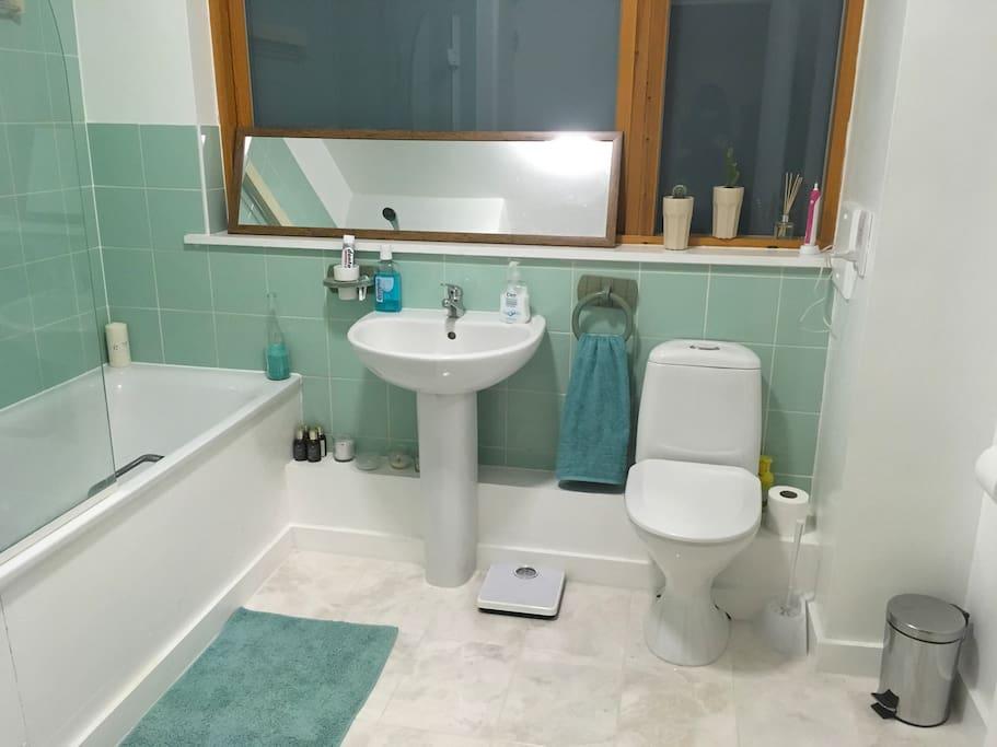 Clean spacious bathroom.