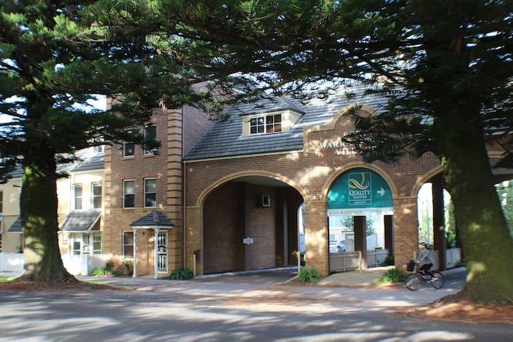 Pertobe Rd Beach House - Mahogany & Norfolk Suites