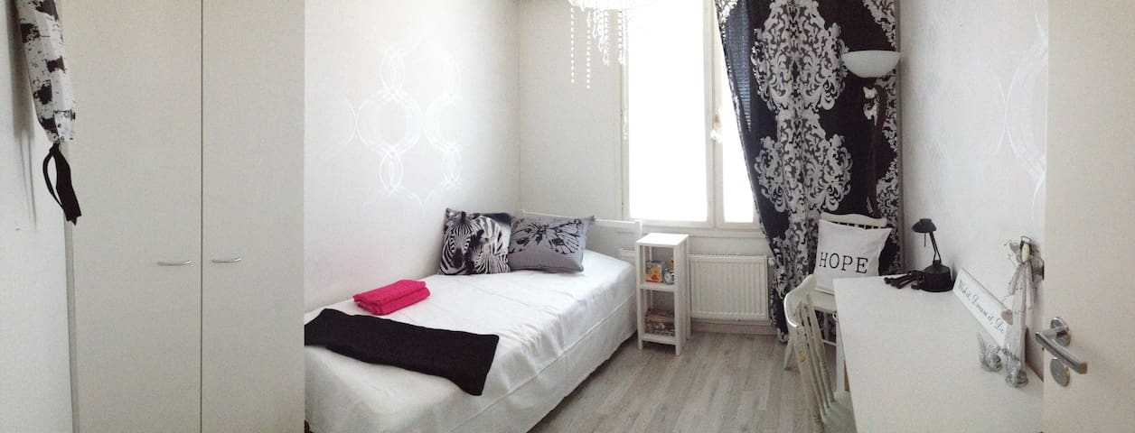 Quiet cozy topfloor next to city center + Parking! - Jyväskylä - Apartamento