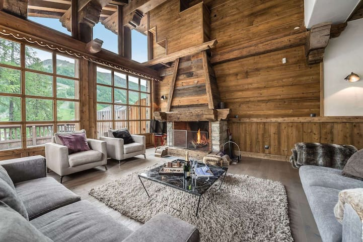 Chalet Petit Yéti : Beautiful living area and direct access to the slopes