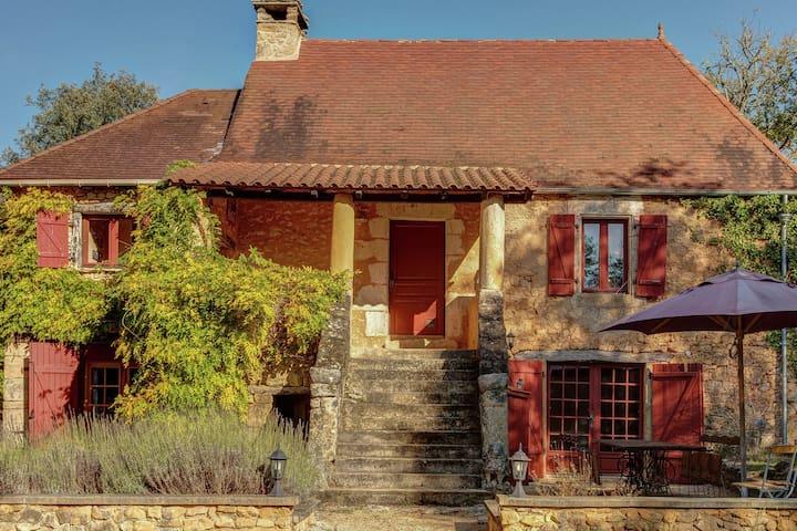 Detached, characteristic house in nature near Saint-Cirq-Madelon (3 km)
