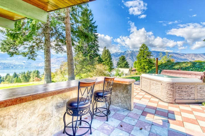 Spacious lake view home w/ a private hot tub & two kitchens - two dogs welcome!