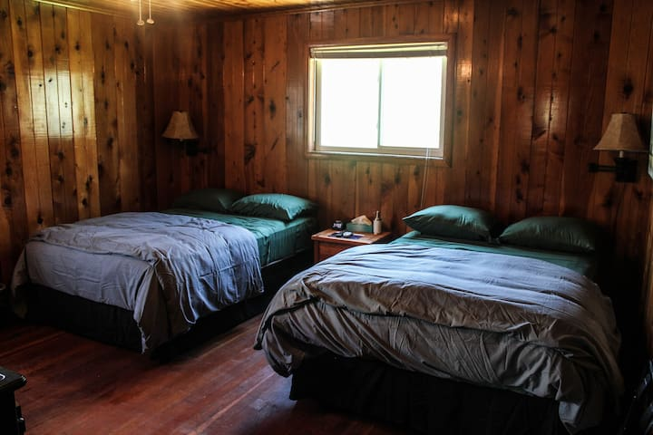 Yosemite Big Creek Ranch -Private 2 Full Bed Room