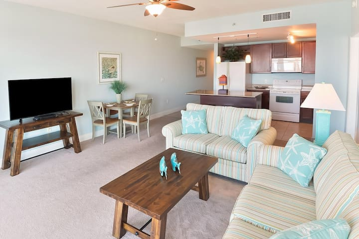 Stunning views! Beach condo with shared pool, hot tub and easy beach access