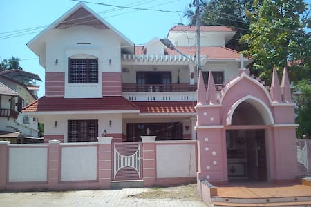 Comfortable and convenient stay at Kochi - Penzion (B&B)