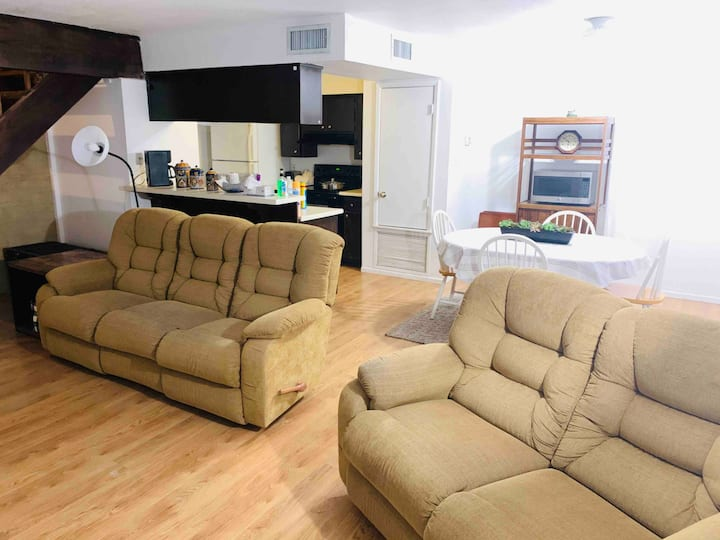 Cozy 2 story, 2 bed/1 bath centrally located!