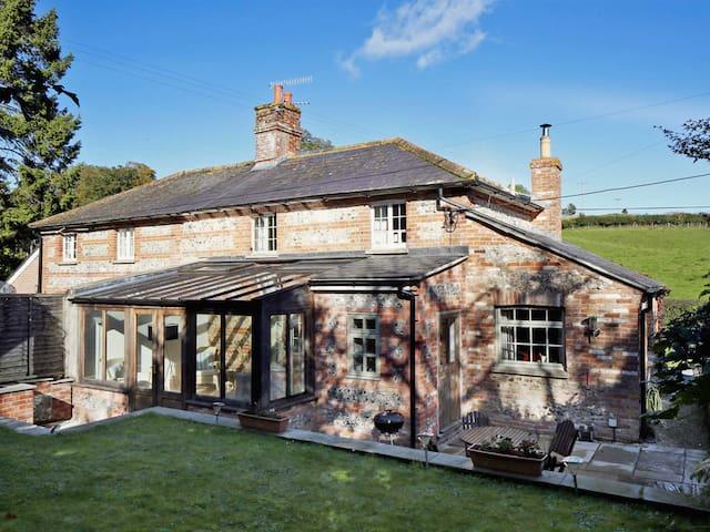 Jasmine Cottage (DWN)
