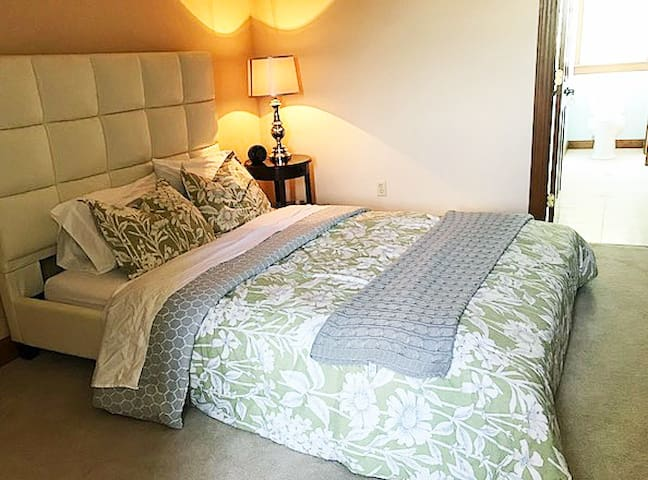 Adult Retreat on 11 acres (just off I95 & 264)