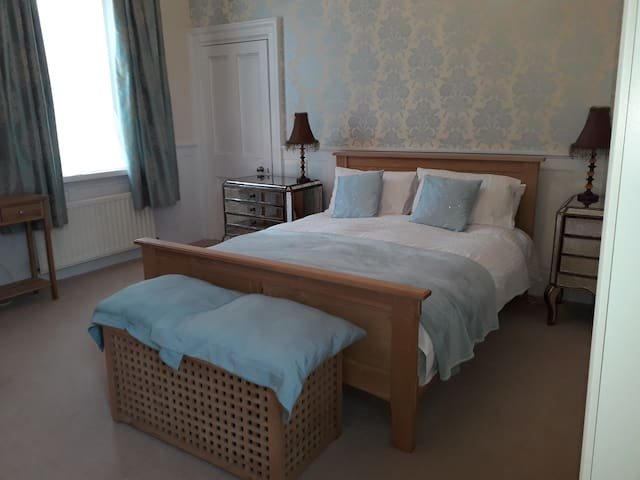 please note this bedroom now has a king size TV bed updated picture to follow