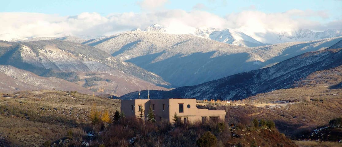 Amazing adobe, spectacular hilltop views! - Snowmass - Hus