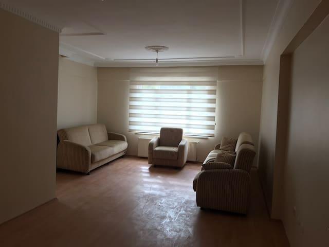 Большая и светлая квартира на высоком 1 этаже.
