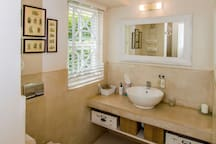 Ensuite bathroom - Garden suite